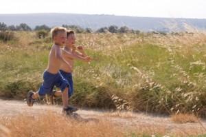 springande-barn-300x199