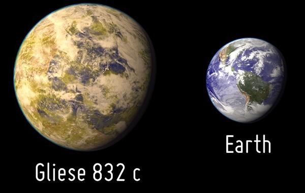 Gliese832c_och_jorden