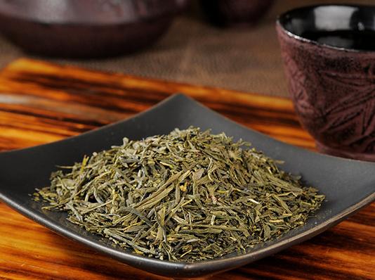 grönt te i skål
