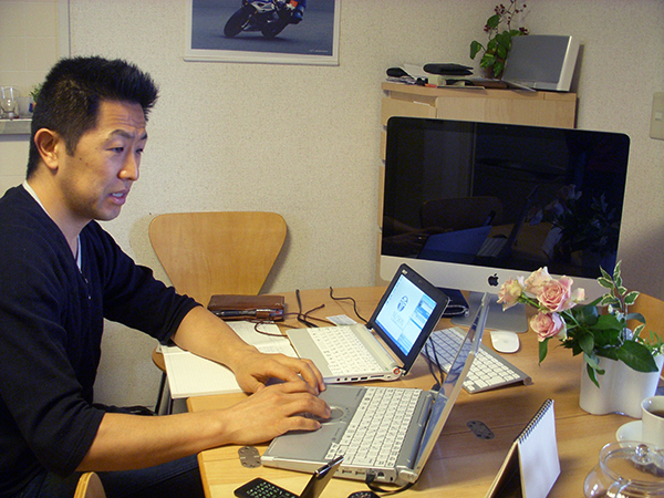 Toru Bové working from home office in Yokohama