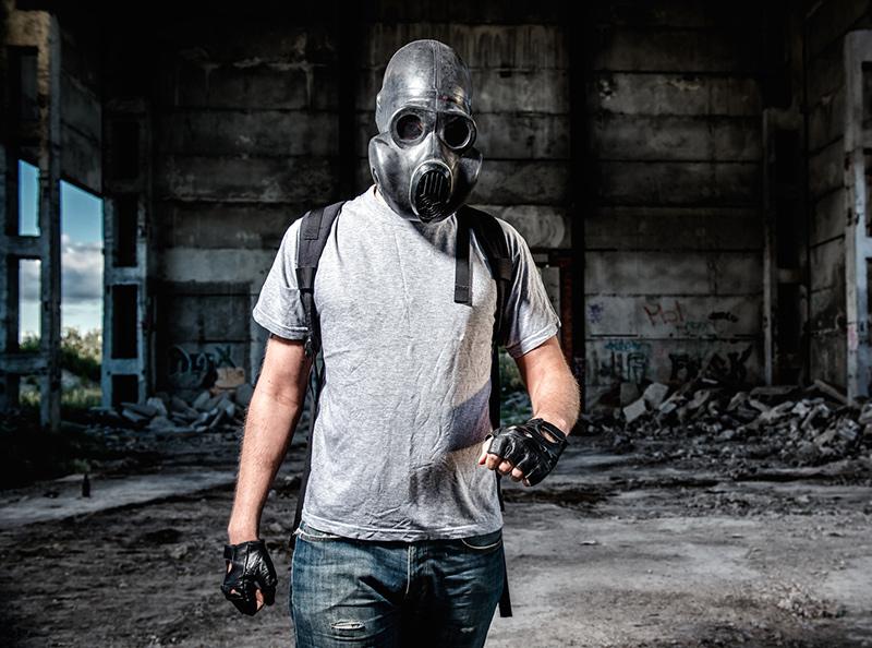 Man med gasmask - Gotham Shield - Foto: Crestock.com