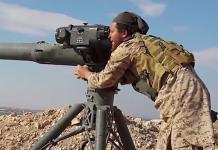 Detta foto påstås visa en Al-Nusra-krigare som använder en amerikansk US BGM-71 TOW Anti-tank Missiles