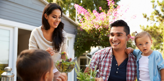 Basinkomst och Existenslinjen ger oss starkare familjer och rikare sociala nätverk