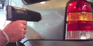 Reparera en buckla på bilen med hårtork