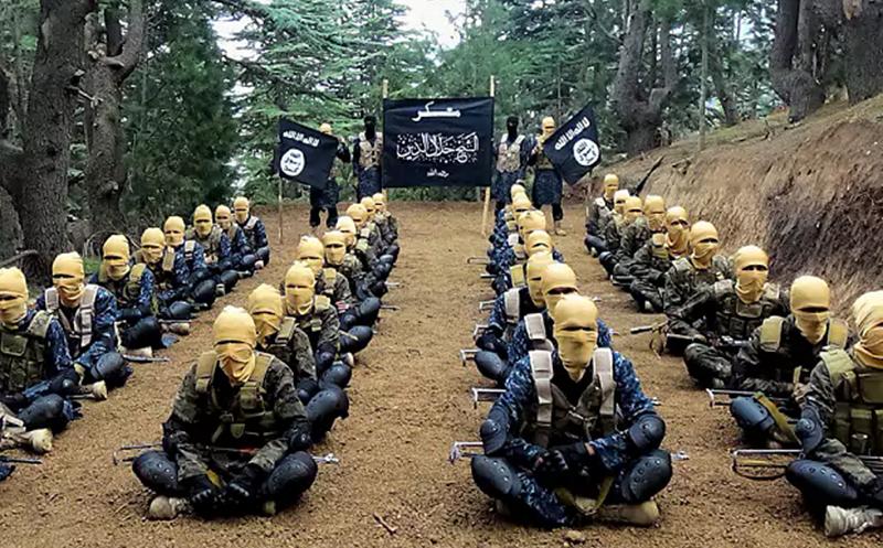 Jihadister i Sverige - Jihadister tränar i barrskogen i Afghanistan - Foto: IS