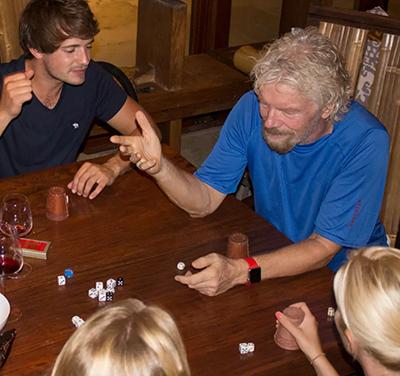Richard Branson spelar sällskapsspel natten innan Irma 2017 - Foto: Virgin.com