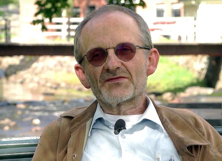 Geir Flatabø tror att psykiska sjukdomar kan orsakas av infektioner i hjärnan - Foto: Arnt Olav Enger