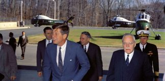 John F. Kennedy and Allen Dulles 1961 foto Robert Knudsen