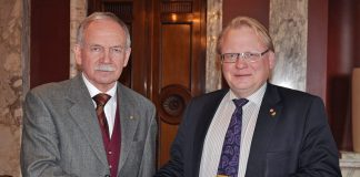 Utredare Runar Viksten och försvarsminister Peter Hultqvist - Foto: Försvarsdepartementet, CC BY-NC 2.0
