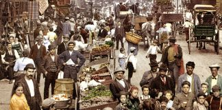 Mulberry Street, New York, 1900 – Foto: Detroit Photographer Co – Wikimedia Commons