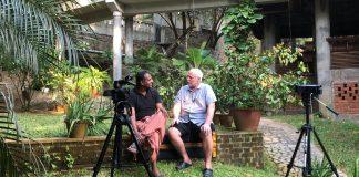 Dr Unnikrishnan Kavirajan intervjuas av Börje Peratt i januari 2018, Kerala, Indien - Foto: Lars af Sillén
