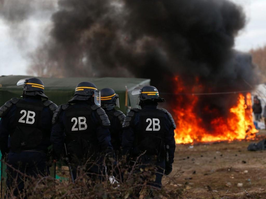 Calais - Flyktinglägret kallat djungeln demoleras - Foto: Amirah Breen, Wikimedia Commons, CC A-SA 4.0