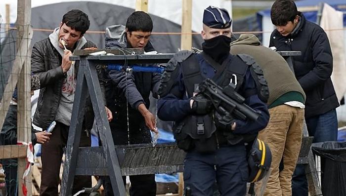 """Calais - Flyktinglägret """"djungeln"""" - Foto: Amirah Breen, Wikimedia Commons, CC SA 4.0"""