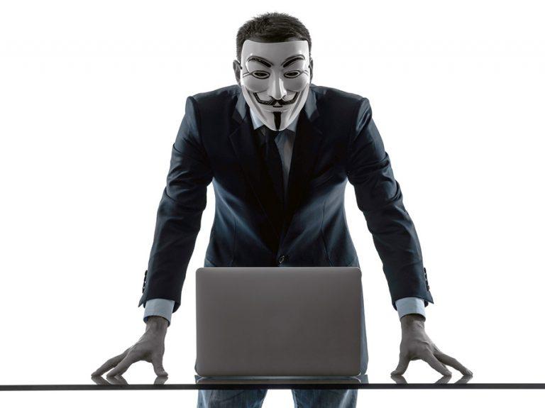 Anonym person hotar med att ta ned NewsVoice i natt