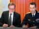 Nils Svartz, vikarierande generaldirektör på MSB, och överbefälhavare Micael Bydén. Foto: Thomas Henrikson för Försvarsmakten
