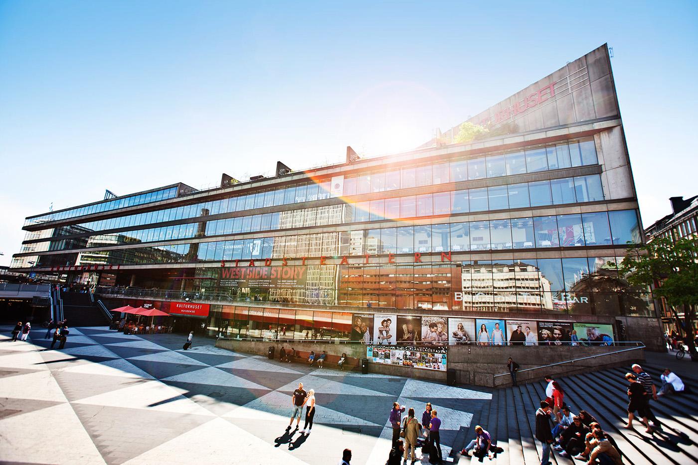 Metros viralgranskaren och kulturhuset stadsteatern firar kallkritikens dag