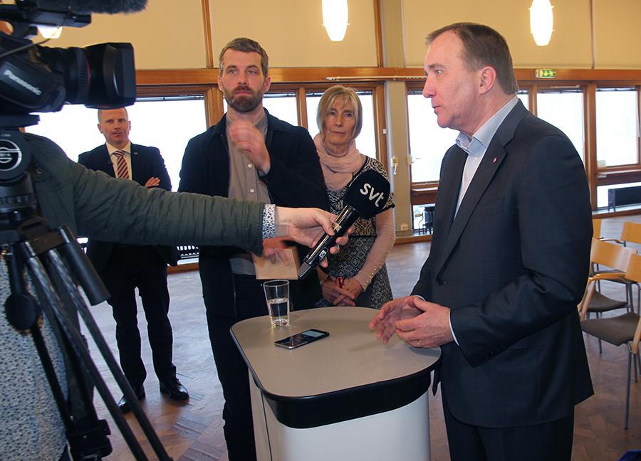 Stefan Löfven intervjuas av SVT - Foto: Ingemar Ljungqvist