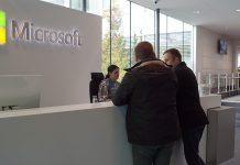 Nya Dagbladets reportrar på plats på Microsofts huvudkontor i Kista. Foto: NewsVoice