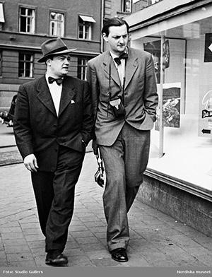Stieg Trenter och fotografen KW Gullers - Foto Studio Gullers, CC BY-NC-ND 4.0, beskuren