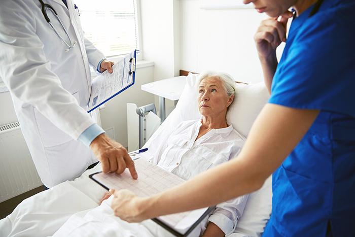 Cancerpatient på ett sjukhus - Crestock.com