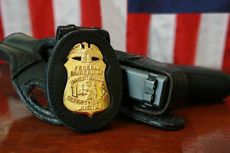 "FBI ""bagde and gun"". Foto: FBI, Wikimedia, PublicDomain"