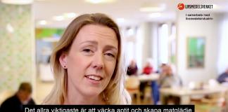 """Bild från Livsmedelsverkets film:""""Måltider i ädreomsorgen"""", 2018. Montage: NewsVoice (slogan är satir)."""