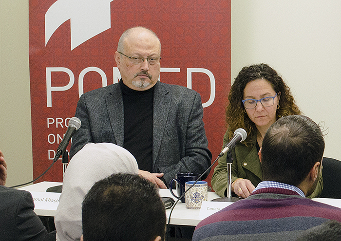 Jamal Khashoggi (tv) - Foto: Project on Middle East Democracy. Licens: CC BY 2.0, Wikimedia Commons