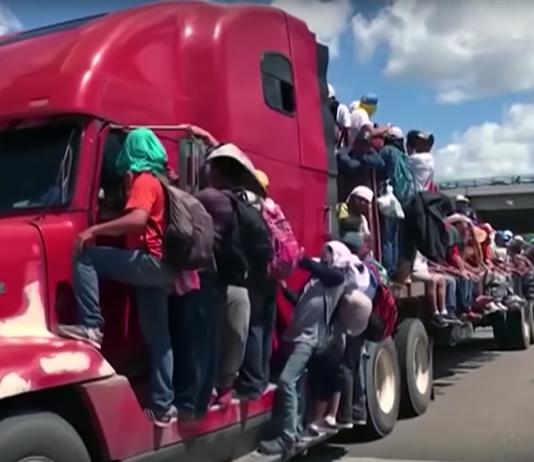 Migranter på väg mot USA:s gräns oktober 2018. Foto: Democrazy Now