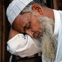 Sovande man i Mumbay, Indien. Foto: Reiner Knudsen. Licens: CC0 1.0, Pixabay.com