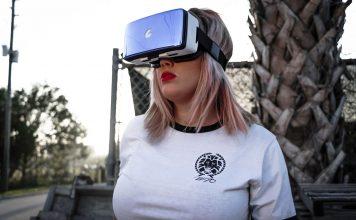 Virtual reality game. Foto: Tim Savage. Fri licens enligt pexels.com