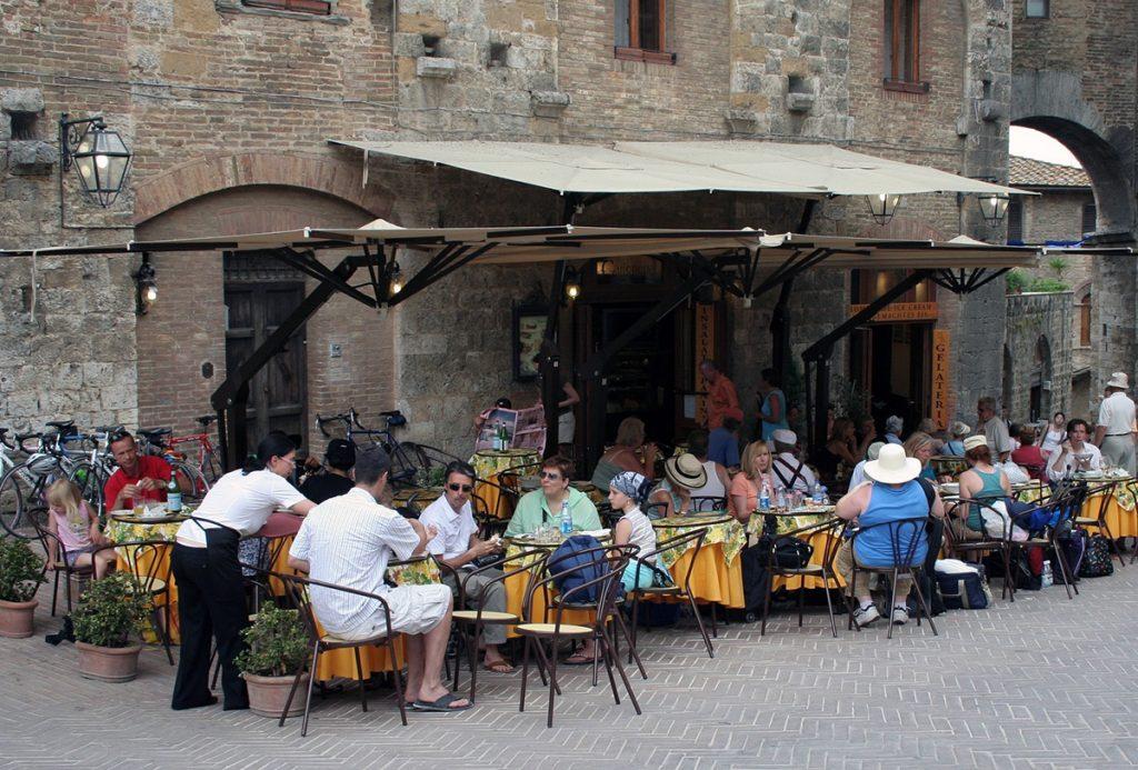 Typiskt för italiensk livsstill är en aperitivo. Foto: Nina Evensen. Licens: CC0 1.0, Pixabay.com