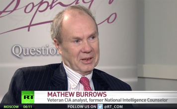 Mathew Burrows fd CIA-analytiker intervjuad av Russia Today. Foto: RT.com (dec 2018)