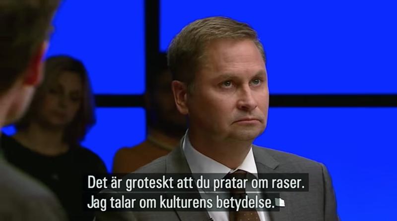 Mikael Jalving debatterar med Henrik Arnstad. Foto SVT Debatt, skärmdump