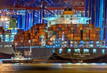 Containership - Foto: Julius Silver, Pexels-licens (free use)