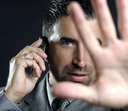 Hälsorisker med mobiltelefoner. Crestock.com