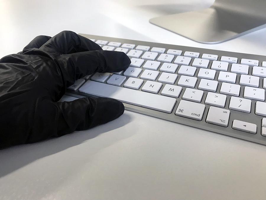Online-bedrägeri eller identitetsstöld.