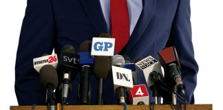 Politiker i media. Montage: NewsVoice. Foto: Crestock.com