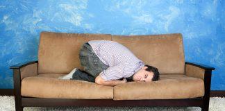 Person intar fosterställning. Arrangerad foto från Cerstock.com