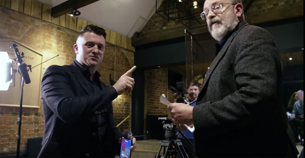 Tommy Robinson och John Sweeney (th). Foto: Robinsons film-team