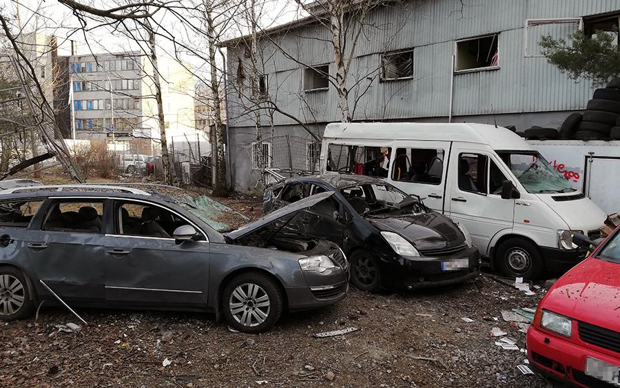 Flera fordon blev skrotfärdiga vid Vinsta-explosionen. Foto: NewsVoice.se