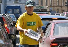 Metro delas ut på gatan i Sankt Petersburg, 2007. Foto: K11fang. Licens: CC BY-SA 3.0, Wikimedia Commons