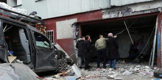 Bilverkstaden i Vinsta som drabbas av ett nytt bombattentat. Foto (14 april 2019): NewsVoice.se