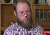 Simon Karlsson, SFI-lärarer intervjuad av SwebbTV i maj 2019. Foto: SwebbTV