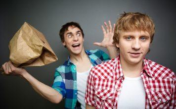 Busiga pojkar. Foto: Crestock.com