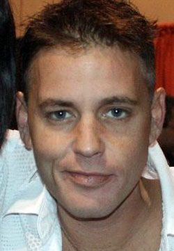 Corey Haim (2008). Foto (beskuret): Bree Bailey, Licens: CC BY-SA 2.0, Wikimedia Commons