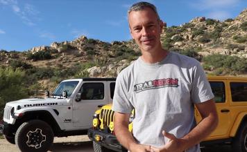 Jeep Gladiator och en Jeep Wrangler. Foto: Brad, TrailRecon