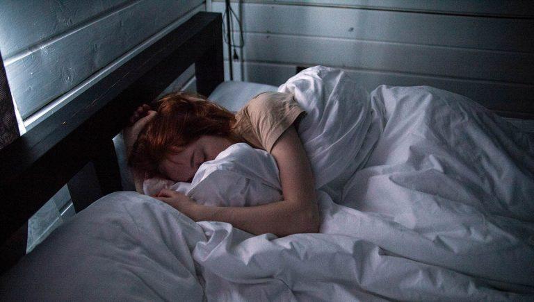 Sömnbrist förstärker ångest och ökar känslomässig stress med nästan en tredjedel