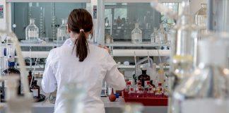 Medicinsk forskning. Foto: Michal Jarmoluk. Licens: Pixabay.com