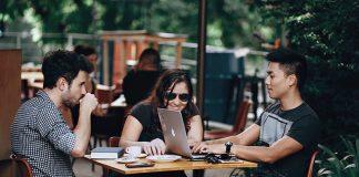 Casino friends. Foto: Helena Lopes. Licens: Pexels.com (free use)