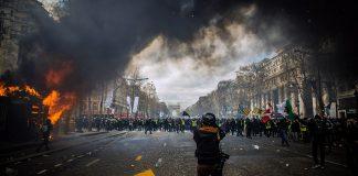 Social oro och folkliga uppror (riots). Foto: Randy Colas. Licens: Unsplash.com